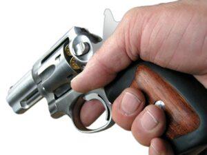 revolver-982973_640_800_600
