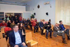 publika-novinari_800_532