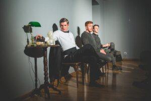 predstava-tri-lica-ogledala-foto-uk-parobrod-4_800_534