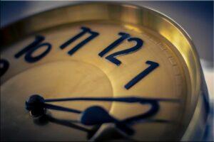 clock-997901_1920_800_533