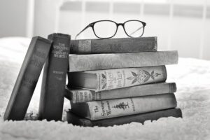 stack-of-books-1001655_1920_800_533