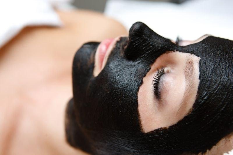 Maska za lice sa Peloidom iz jezera Rusanda koristi se u tretmanima podmlađivanja